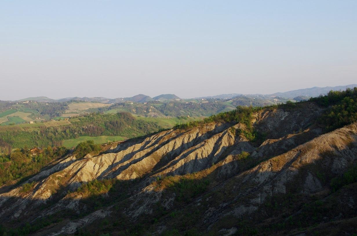 Borghi, calanchi ed echi millenari: trekking a monteveglio con Vitruvio Bologna